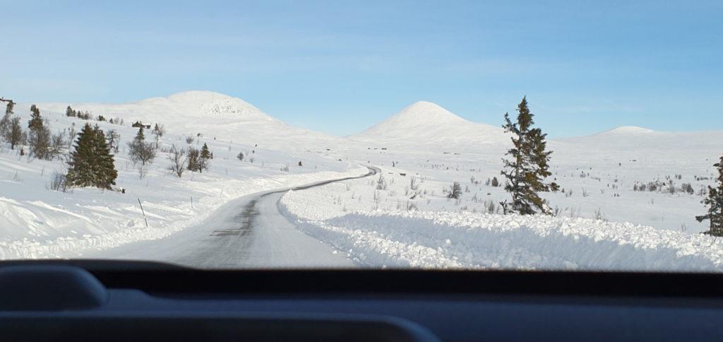 Sneklædt vej i Norge